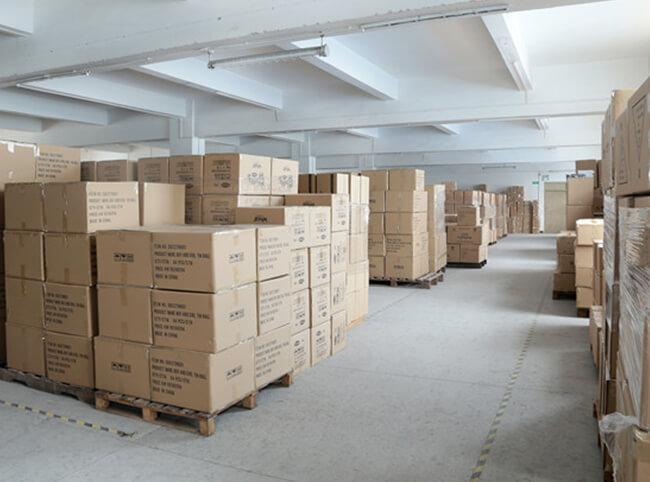 铁盒包装成品仓库