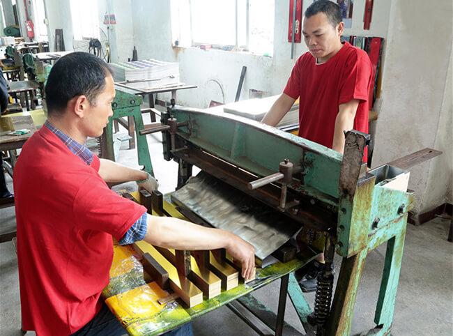 铁盒生产剪料